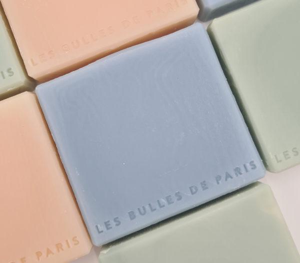 Savon bleu fabriqué à la main en France